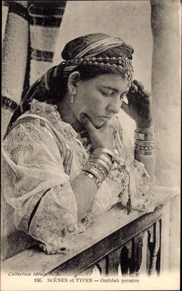 Ansichtskarte / Postkarte Maghreb, Ouridah pensive, Scènes et Types, Collection Idéale P.S. 136
