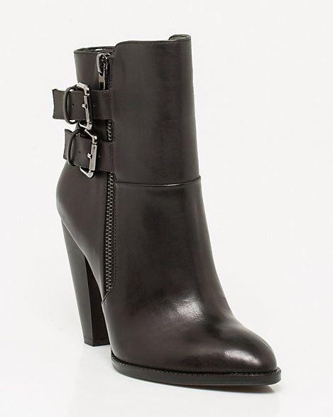Bottillon de similicuir orné de boucles @lechateau #placevillemarie #bottes #boots #bottillon