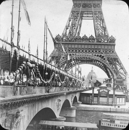 image de la tour eiffel a paris pendant l'expo universelle de paris 1889