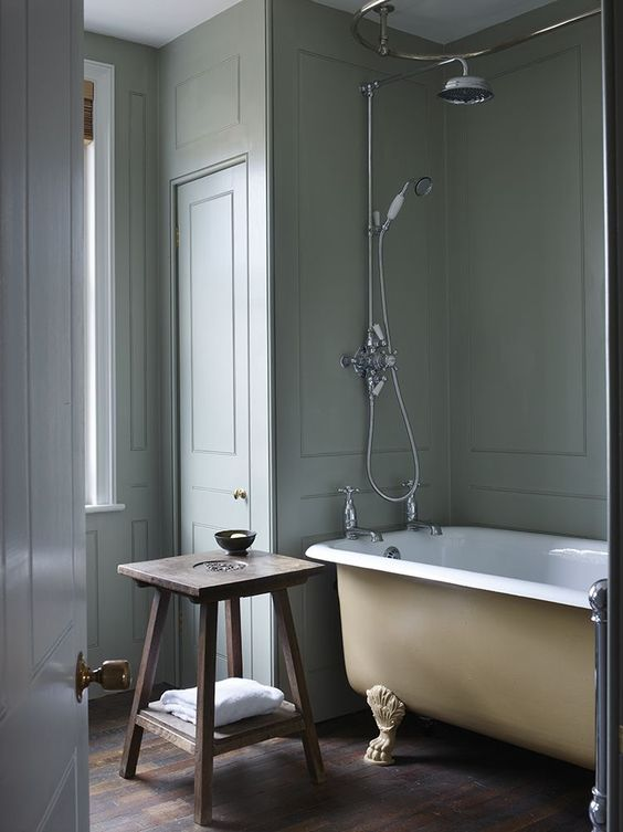 Clawfoot tubs classic and december on pinterest for Bathroom interior design london