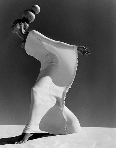 White Sands - New Mexico series, photographed by Chris Nicholls  |  http://www.chrisnichollsphotography.com/index.php/photography/story/fashion/white_sands_new_mexico/: