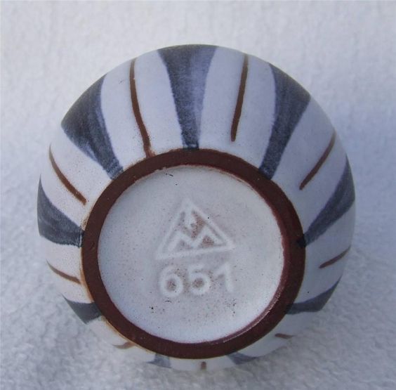 triangle and marks Re: help please unusual bowl sun and triangle sterling mark post by tolly123 » sun mar 29, 2015 6:58 pm it looks very similar to the marks of asahi shoten so i'd have a search and you might find more information.