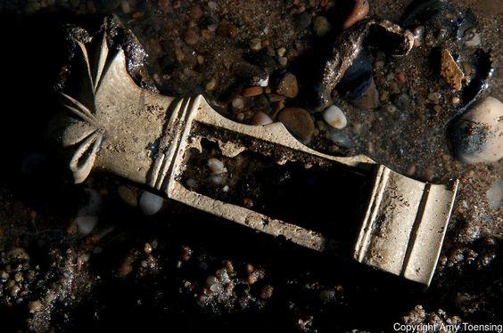 Galeon Bom Jesus 1533-Imágenes detalladas de artefactos encontrados en el sitio del naufragio.