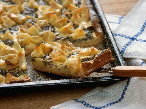 Quarkkuchen mit Apfel und Mohn ist ein Rezept mit frischen Zutaten aus der Kategorie Apfelkuchen. Probieren Sie dieses und weitere Rezepte von EAT SMARTER!