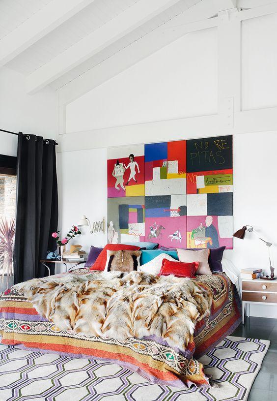 En el dormitorio principal colcha y almohadones de tela for Dormitorio principal m6 deco