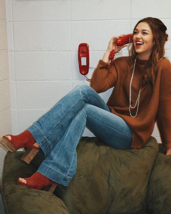 """106.7k Likes, 343 Comments - Sadie Robertson (@legitsadierob) on Instagram: """"just laughing at how cute this red phone is, and how perfect it went with my outfit  happy camper…"""""""