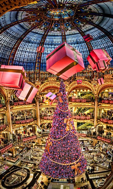 """"""" Galeries Lafayette"""" in Paris, France. Panorama made out of 15 single images Christmas Tree by Kay Gaensler, via Flickr"""