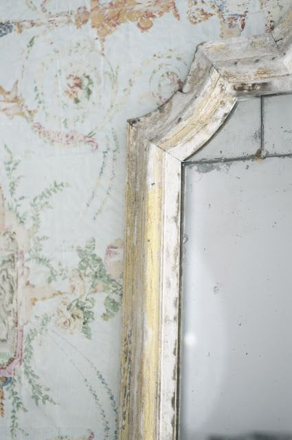 gorgeous mirror frame patina! Just a bit of antiquing on the mirror. Love this idea for India apartment bathrooms.
