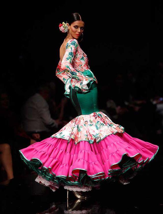 Miriam Galvín ha presentado en Simof «¡Flores!», una colección que fusiona colores, estampados y texturas con los motivos florales como eje central. (Foto: Raúl Doblado)