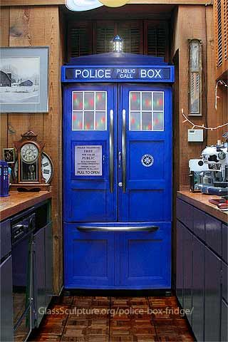 Doctor Who TARDIS refrigerator! SQUEEEE: