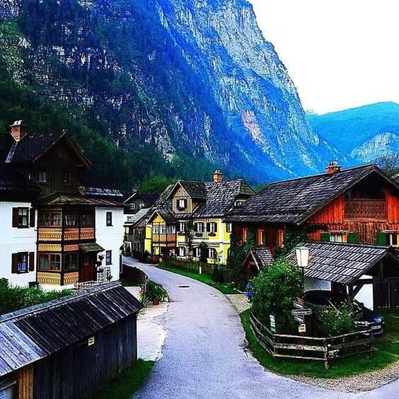 The village of Hallstatt is such an unbelievably spectacular place that even the Chinese have created a copy of the ancient salt mine village. The market municipality was already inhabited in the 1st millenium before Christ: during this period - the iron