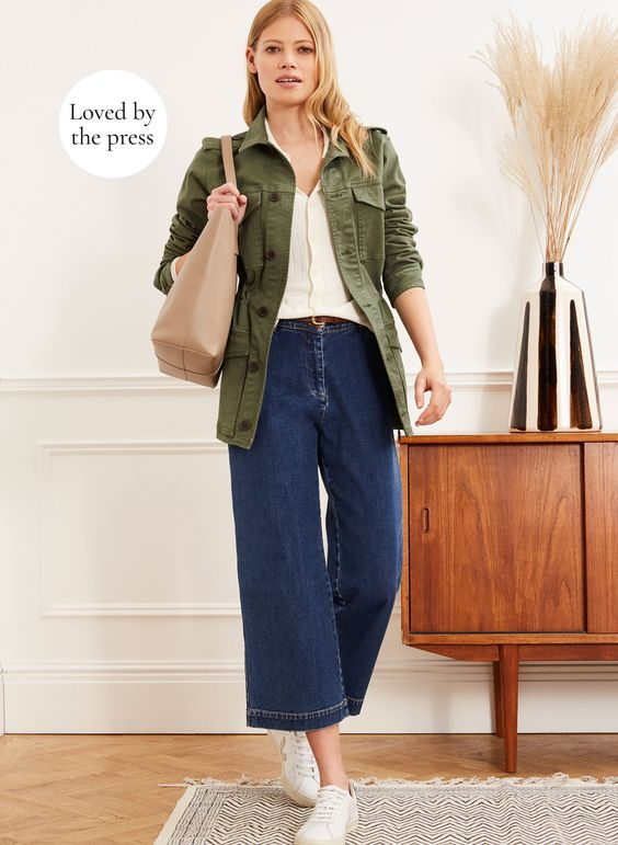 Denim with a difference. Coveted and classic, the wide leg cropped shape makes for a beautifully flattering fit that works perfectly in any look. Wear it with boots, trainers, sandals – the Gail Jean does it all.
