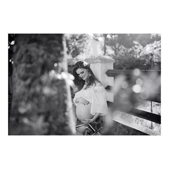 #juliagabrielafotografia #bookdegravida  #es #ensaioexterna #ensaiodegravida #ensaiodegestante #ensaiofotografico #fotodegravida #fotografianoes #fotografiadegestante #gravidasdoes #gravida #gestacao #gravidos #gestavida  #pregnant #pregnantphoto #pregnantdays #luznatural #gravidalinda #gravidafeelings #pregnantstyle #gravidez #lifestyle #aartedesermae #bestpregnancyphotos #barrigudinha #mamaescapixabas