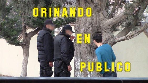 Orinando en publico   Broma a policias   Orinando a policias   Just Mami...