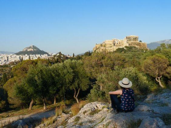 Colline du Pnyx avec vue sur l'Acropole d'Athènes                              …