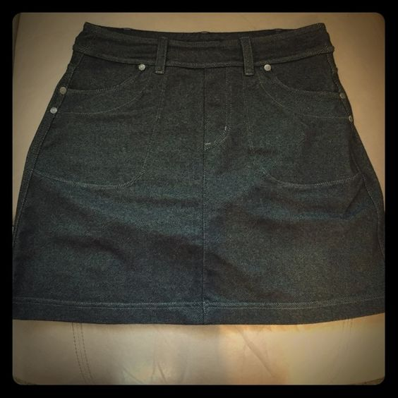 Cute and comfy athleta skirt Dark, almost blackish denim looking athleta skirt. Made out of soft stretchy material with built in spandex underneath. Size XXS but waist band stretches and could fit small or medium. Super cute!!!!! Athleta Skirts Mini
