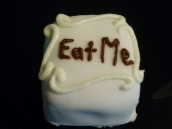 tim burton alice in wonderland cupcakes - Bing Images