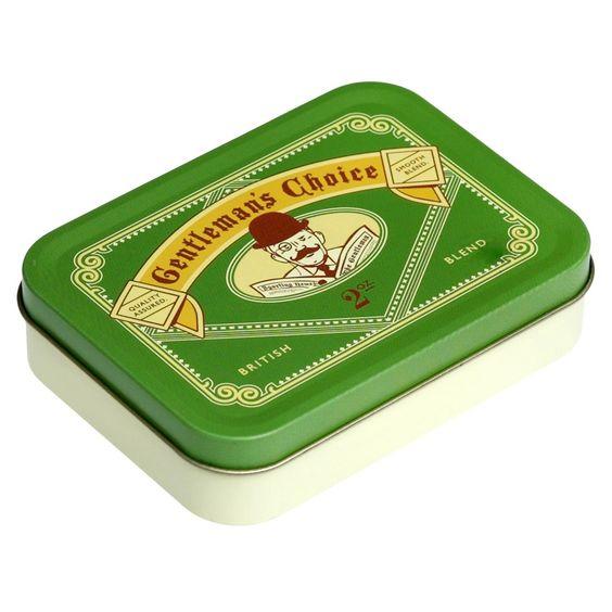 Pour les adeptes de moustache et de chapeau melon! Juste pour lui, une boîte de rangement verte en métalGentleman's Choice.  Parfaite pour y fourrer tous les petits objets et la petite monnaie qui traînent, cette petite boîte rétro se glissera facilement dans ses poches ou dans son sac.  Une édition anglaise signée Rex.   4,90 € http://www.lafolleadresse.com/boites-et-rangements/588-boîte-métallique-verte.html
