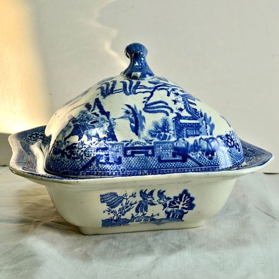 Blue Willow China Lidded Serving Dish Or Vegetable Dish By Britannia Pottery Glasgow Uk Blue And White China Covered Serving Bowl C 1930s Blue Willow China Blue Willow Blue And White China