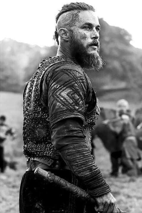 Mce tv vous dévoile tout. Ragnar Lothbrok Un Roi Viking Legendaire Le Guerrier Vikings Favoris De Fans De La Serie Vikings Decouvr Ragnar Vikings Hommes Vikings Vikings Travis Fimmel