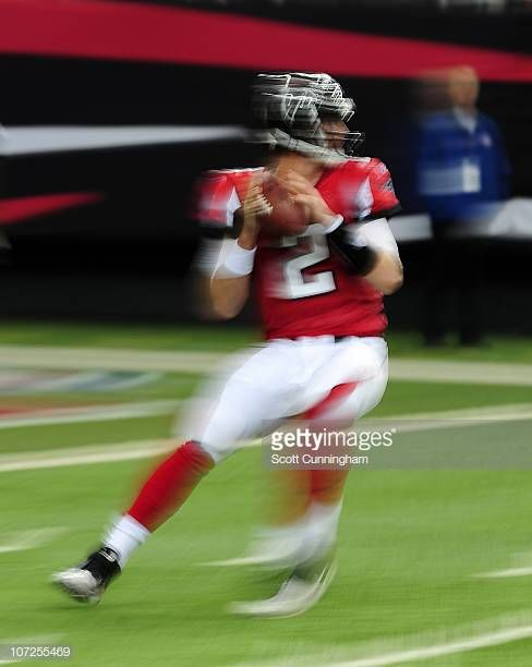 Matt Ryan Of The Atlanta Falcons Passes Against The Green Bay Packers At The Georgia Dome On November 28 2010 In Atlanta Georgia Falcons Packers Georgia Dome
