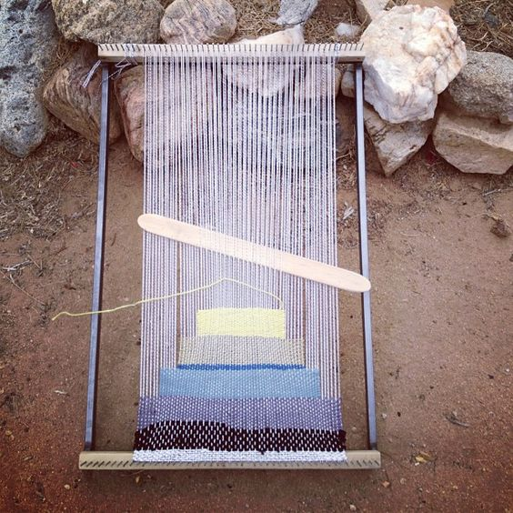 Weaving by All Roads                                                                                                                                                      Mais