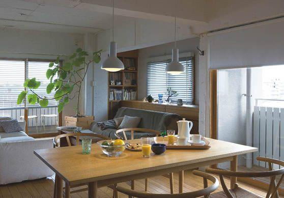 シンプル&モダンなLEDライトが食卓を優しく照らします。部屋がすっきりした印象になります。