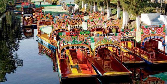 trajineras Xochimilco mexico
