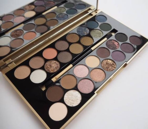 A heads-up on the first collaboration between Jane Cunningham, British Beauty Blogger, and Makeup Revolution, which has produced the Fortune Favours the Brave palette.
