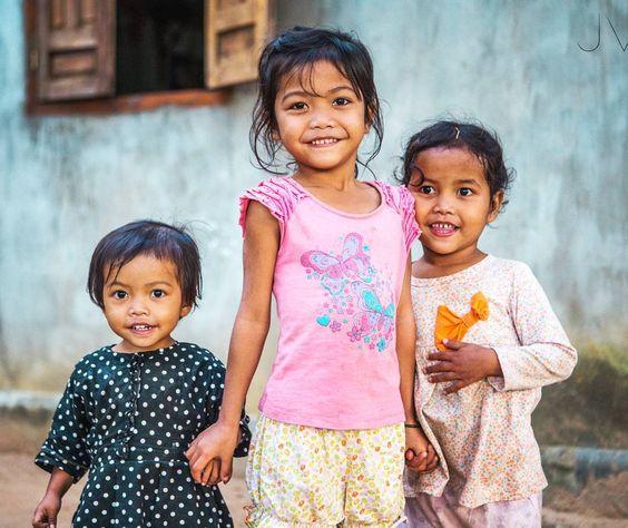 Peace begins with a smile !  ________ #smile #kidsmile #igs_asia #portrait #portraitpage #portraits_ig #portrait_shots #igphotoworld #picoftheday #photooftheday  #canonasia @visitvietnam @charmingvietnam @canonvietnam #canon6D #geo @natgeotravel #thisislifedaily @unlimitedasia #nofilter #travel #vietnamphoto  @vietnam.love @geomagazin @canon_photos #ethnic #kidportrait