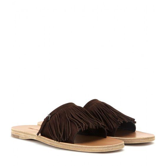 Miu Miu - Sandalen aus Veloursleder - Unkomplizierter Chic zeichnet die flachen Sandalen von Miu Miu aus. Durch die Kombination aus schokoladenbraunem Veloursleder und Fransen bekommen die Flats subtilen Boho-Appeal, was eine schöne Ergänzung zu luftigen Sommerkleidern und Denim ist. seen @ www.mytheresa.com