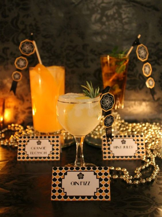 Label your custom cocktails to help your guests know what's what! #gatsbywedding #weddingdrinks