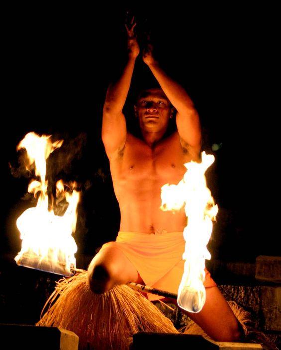 Samoan Fire Dancer, Solem tradition.