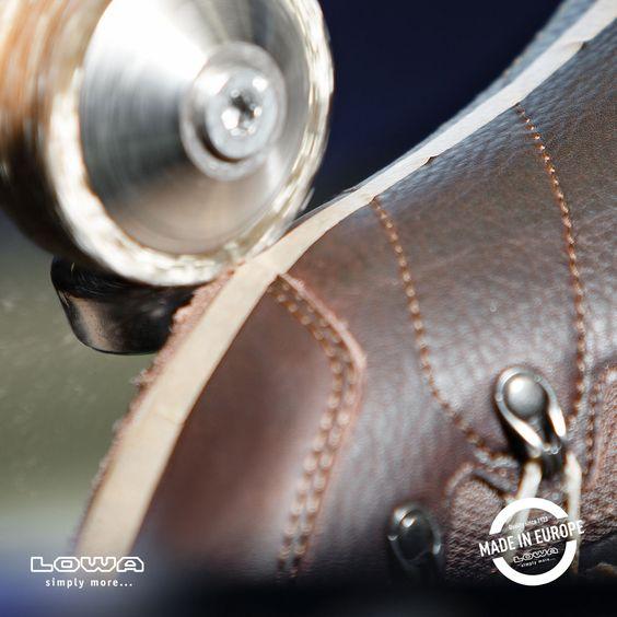 Das sieht aber gefährlich aus! Was passiert hier gerade mit dem Schuh?  #Schuhmacher #VorsichtScharf
