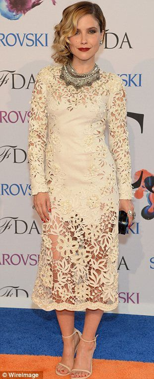 Laser cut Lace| Sophia Bush ROCKING Marchesa | Below The Knee Dressing