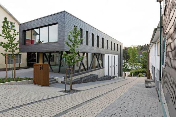 Bürogebäude in Waldbröl - Schiefer - Büro/Verwaltung - baunetzwissen.de