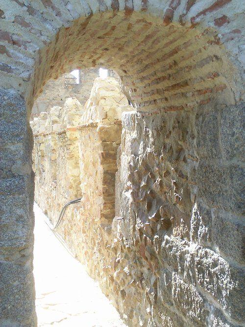 en Avila, mucho de los edificios están hecho de piedra.
