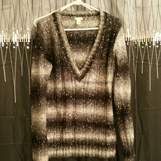 Beautiful maurice sweater Worn once, excellent condition Maurices Sweaters V-Necks
