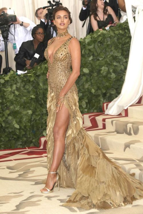 Irina Shayk Attends The Heavenly Bodies Costume Institute Gala At The Metropolitan Museum Of Art On May 7 2018 Irina Shayk Dress Irina Shayk Fashion