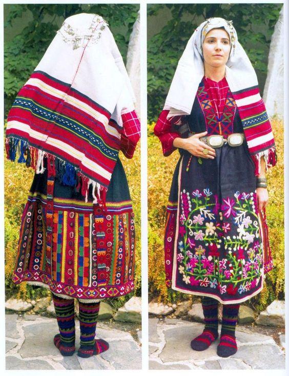 снимка ... българска носия ... Симеоновград ... богата и подробна бродерия ...: