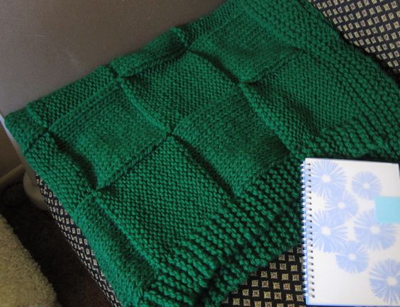 Christmas in July Sale Throw Blanket, Knit Blanket, baby blanket (Green)