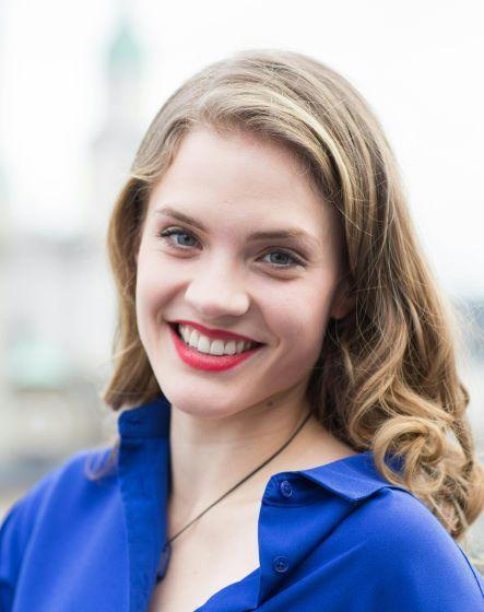 """Miriam Fussenegger: Sie fängt mit der Buhlschaft an - Gewöhnlich läuft es umgekehrt: Schauspielerinnen werden mit der Rolle der """"Buhlschaft"""" bei den Salzburger Festspielen geadelt, sofern sie Kritiker und Publikum im deutschen Sprachraum jahrelang um den Verstand gebracht haben. Miriam Fussenegger fängt mit der Buhlschaft quasi an. Mehr zur Person: http://www.nachrichten.at/nachrichten/meinung/menschen/Miriam-Fussenegger-Sie-faengt-mit-der-Buhlschaft-an;art111731,2099433 (Bild: APA)"""