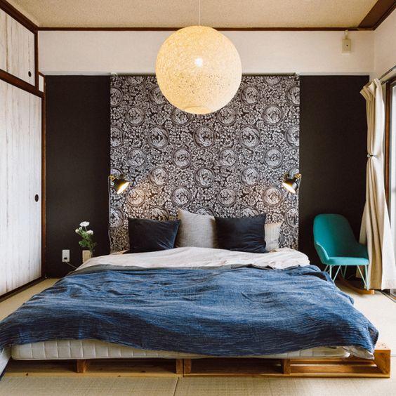 kabegamiyahonpoさんの、壁紙屋本舗,団地,モデルルーム,パレットベッド,濃い色,ふすま紙,和室,ベッドヘッド,寝室,のお部屋写真
