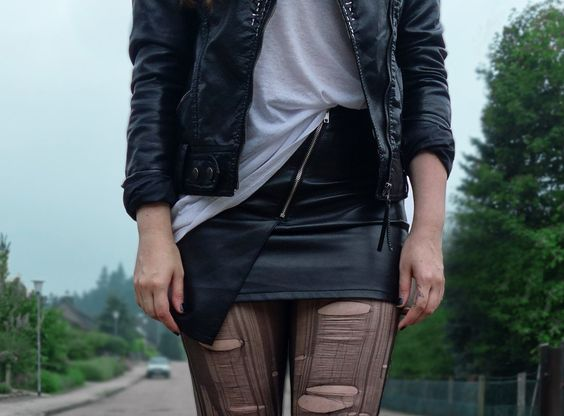 RIPPED NYLONS