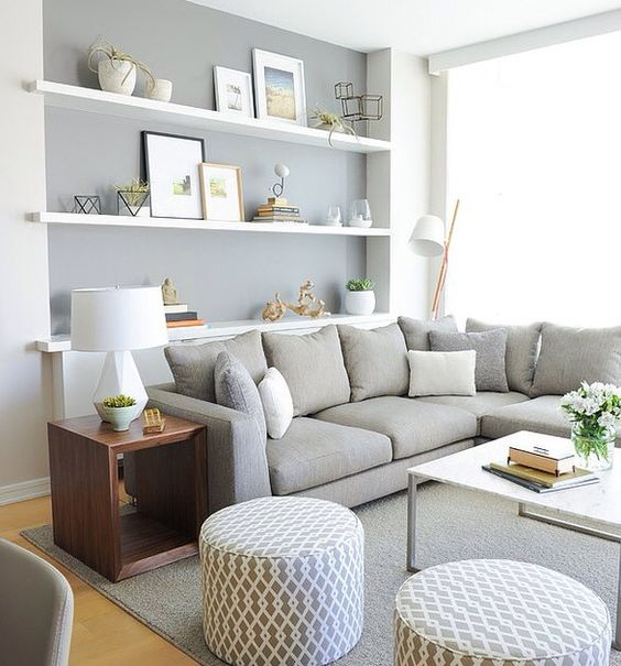 Muebles blancos sobre pared gris. Guarrísimo, pero como combinación de colores mola! Más