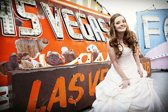 Trash the dress shoot at the Neon Sign Museum in Las Vegas | #neonmuseum #trashthedress #lasvegas | Aaron Huniu Photography