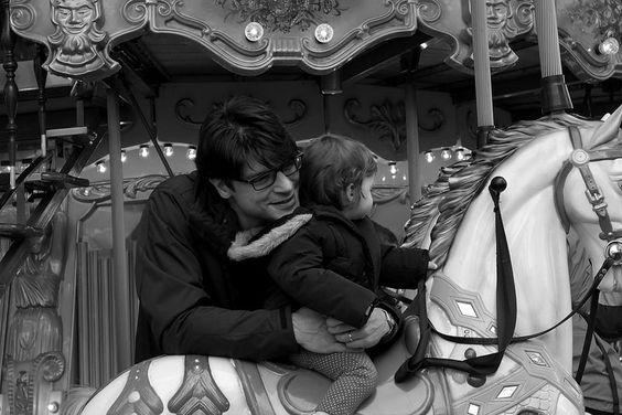 Mit Papa auf dem Karussell