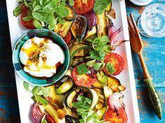 Unser beliebtes Rezept für Herbstsalat aus geröstetem Gemüse und mehr als 55.000 weitere kostenlose Rezepte auf LECKER.de.