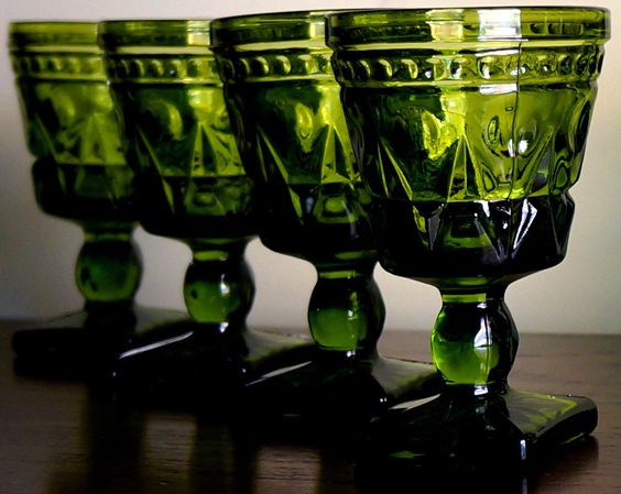 verres pied 39 colony park lane 39 verre vert luminarc ann es 60 ann es vintage pyrex. Black Bedroom Furniture Sets. Home Design Ideas