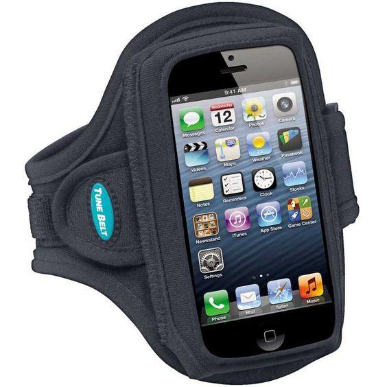Si tratta di una fascia da braccio che è compatibile con diversi modelli di telefoni cellulari più grandi. In questa fascia da braccio si può mettere uno smartphone con o senza una custodia protettiva o cover cellulare.